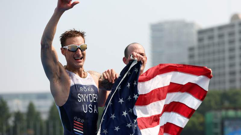 Brad Snyder and guide Greg Billington of Team United States react as they cross the finish line to win the gold medal during the men's PTVI Triathlon on day 4 of the Tokyo 2020 Paralympic Games. Photo by Lintao Zhang.