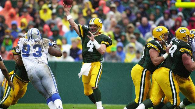 09 Sep 2001: Brett Favre #4 of the Green Bay Packers throws a pass during the game against the Detroit Lions at Lambeau Field in Green Bay, Wisconsin. The Packers defeated the Lions 28-6. (Jonathan Daniel/Allsport)