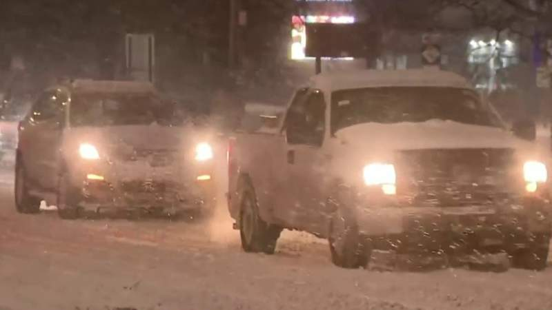 Snow creates hazardous driving conditions in Detroit