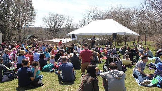 Visitors listen to live music at Ann Arbor Earth Day Festival at Leslie Science & Nature Center on April 22, 2018 (Credit: LSNC)