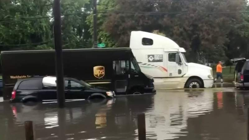 Multiple vehicles stuck flooded roads in Detroit