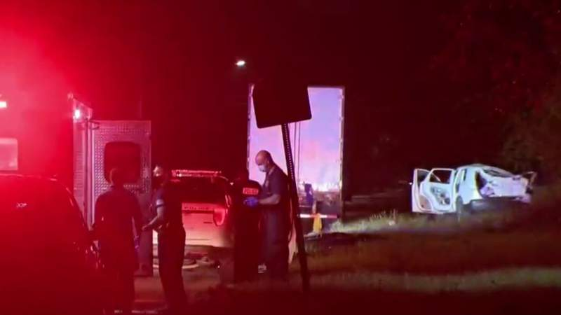 Shots fired at Detroit police officers; suspects in custody
