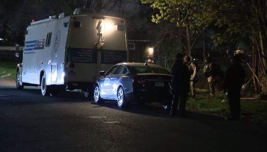 Barricaded situation on Appoline after 7-year-old girl was allegedly shot by father after dispute with mom