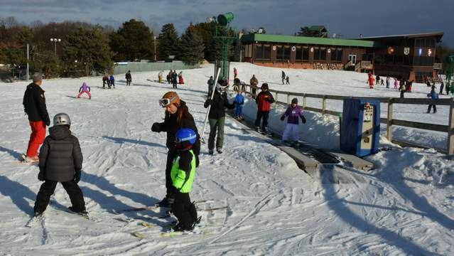 Pine Knob's Wonder Carpet in the beginner area makes learning to ski and snowboard easy. (Photo by Michael Dwyer)