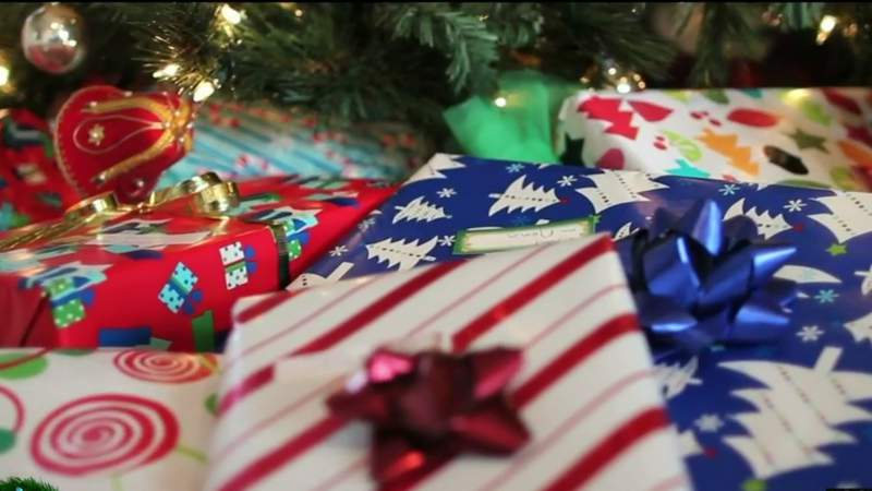 Wrapping gifts with Kila Peeples and Write Impressions on Live in the D