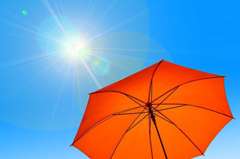 File: Summer heat, sunshine.