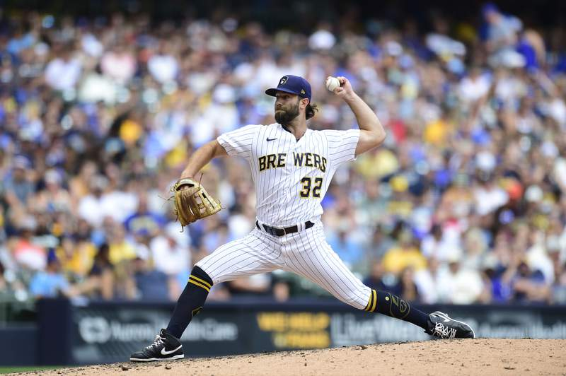 Daniel Norris #32 of the Milwaukee Brewers pitches in the seventh inning against the San Francisco Giants at American Family Field on August 08, 2021 in Milwaukee, Wisconsin.