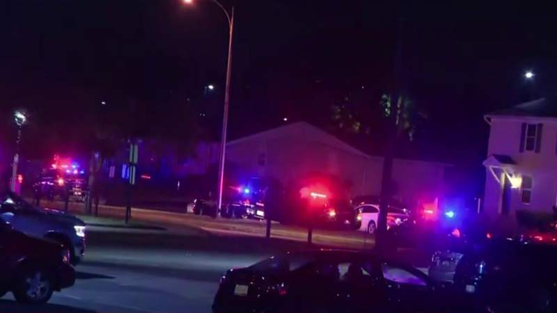 Pontiac police investigating after 4 shot at Carriage Circle Apartments