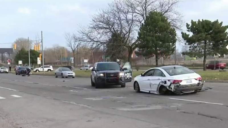 Police chase ends in crash in Ferndale