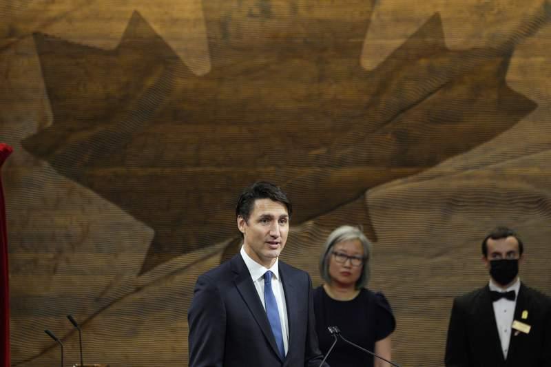 El primer ministro Justin Trudeau pronuncia un discurso despus de que Mary Simon rindi juramento como la 30ma gobernadora general de Canad, el lunes 26 de julio de 2021, en Ottawa, Ontario, Canad. (Paul Chiasson/The Canadian Press va AP)