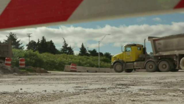 Construction on I-696 in Oakland County (WDIV)