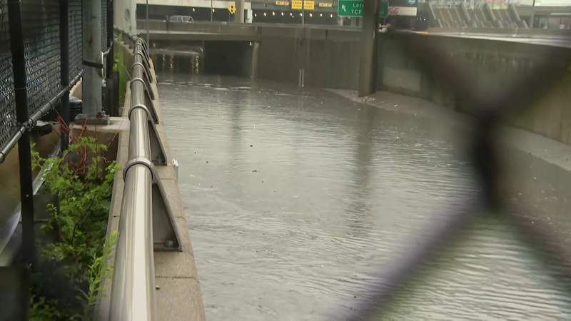 NB Lodge Freeway closed at Jefferson in Detroit due to flooding