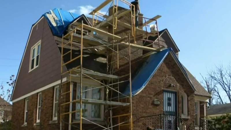 Detroit contractor helps rehab veteran's house for free