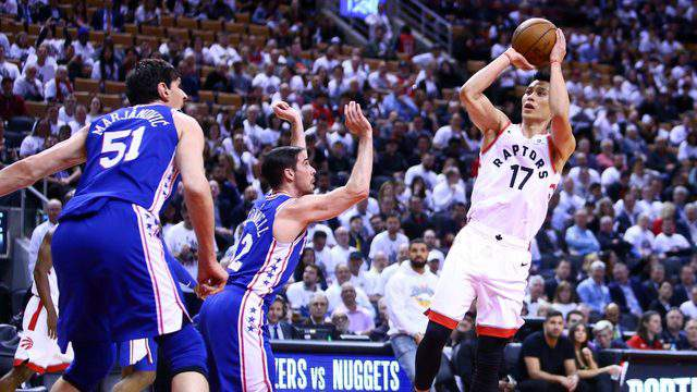 TORONTO, ON - MAY 07: Jeremy Lin #17 of the Toronto Raptors shoots the ball as T.J. McConnell #12 of the Philadelphia 76ers defends in the second half during Game Five of the second round of the 2019 NBA Playoffs at Scotiabank Arena on May 7, 2019 in Toronto, Canada. (Photo by Vaughn Ridley/Getty Images)