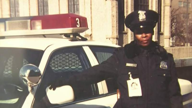 Detroit officer retires after 44 years on the job