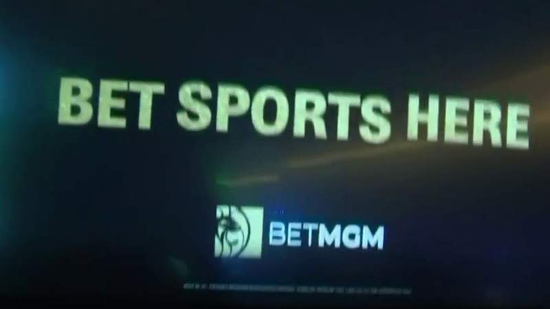 Detroit casinos begin taking legal bets on sporting events