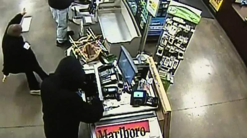 Kroger cashier attacked by thief in Sterling Heights