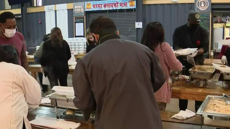Thanksgiving meals given away at 3rd annual 'Full Plates, Full Hearts' event