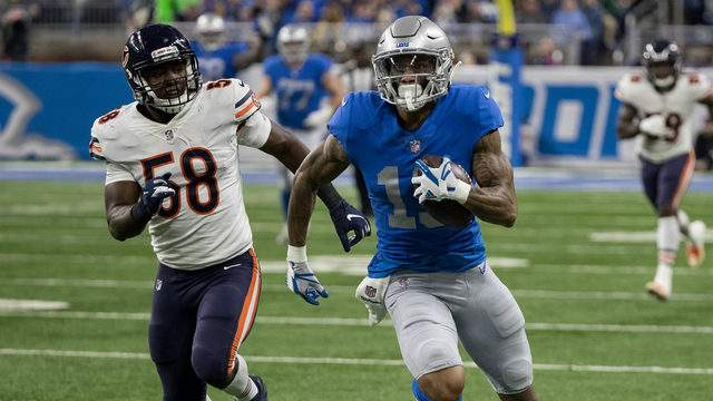 Wide receiver Kenny Golladay #19 of the Detroit Lions runs with the ball away from defender Roquan Smith #58 of the Chicago Bears during an NFL game at Ford Field on November 22, 2018 in Detroit, Michigan. (Photo by Dave Reginek/Getty Images)