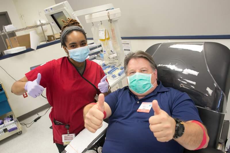 Red Cross phlebotomist Nikia Davis works with donor Edward Boyd.