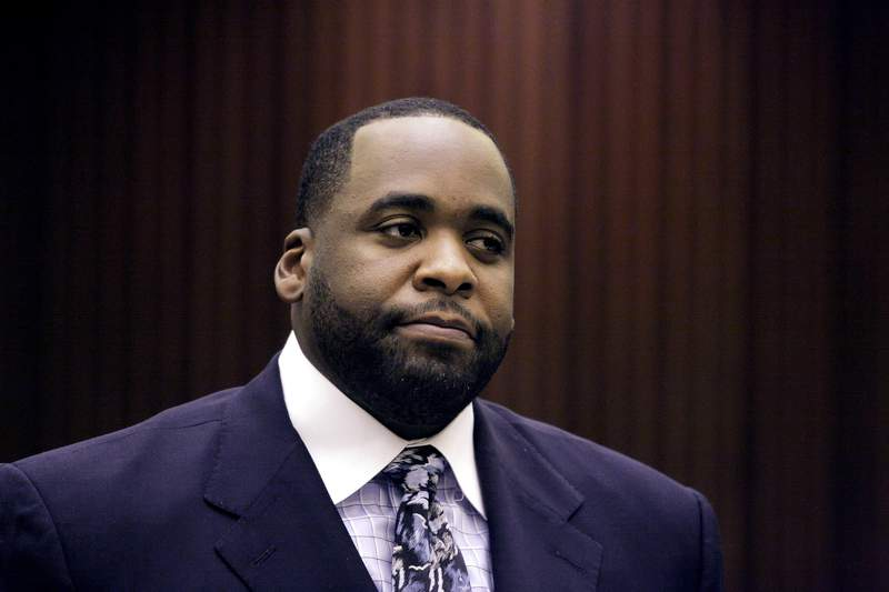 DETROIT - OCTOBER 28:  Former Detroit Mayor Kwame Kilpatrick appears in Wayne County Circuit Court for his sentencing October 28, 2008 in Detroit, Michigan. Kilpatrick will spend 4 months in jail as part of a plea deal he accepted back in September in which he plead guilty to two felonies and no contest to a felony assault charge. (Photo by Bill Pugliano/Getty Images)