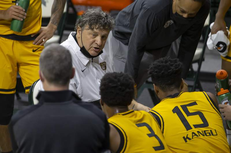 EAST LANSING, MI - DECEMBER 13: Head coach Greg Kampe of the Oakland Golden Grizzlies talks to his team on a time out in the first half of a college basketball game against the Michigan State Spartans at the Breslin Center on December 13, 2020 in East Lansing, Michigan. (Photo by Dave Reginek/Getty Images)