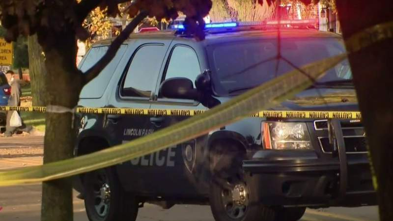 Police investigating shooting in Lincoln Park