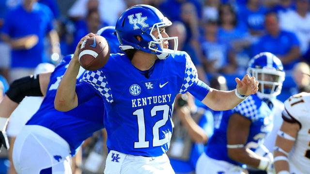 Gunnar Hoak #12 of the Kentucky Wildcats throws a pass against the Central Michigan Chippewas at Commonwealth Stadium on September 1, 2018 in Lexington, Kentucky. (Photo by Andy Lyons/Getty Images)