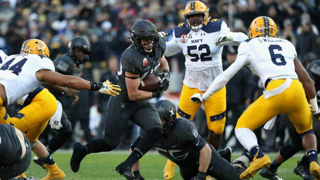 Andy Davidson #40 of the Army Black Knights rushes the ball against the Navy Midshipmen in the first half at M&T Bank Stadium on December 10, 2016 in Baltimore, Maryland. (Photo by Rob Carr/Getty Images)