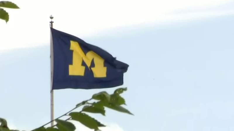 University of Michigan requires students to wear masks on campus