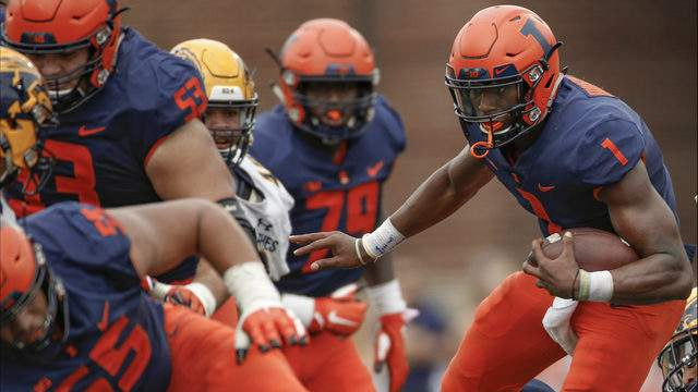 AJ Bush #1 of the Illinois Fighting Illini runs the ball during the game against the Kent State Golden Flashes at Memorial Stadium on September 1, 2018 in Champaign, Illinois. Illinois defeated Kent State 31-24. (Photo by Michael Hickey/Getty Images)