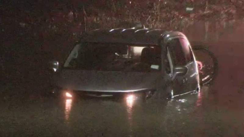 Detroit police rescue man stuck in flooding