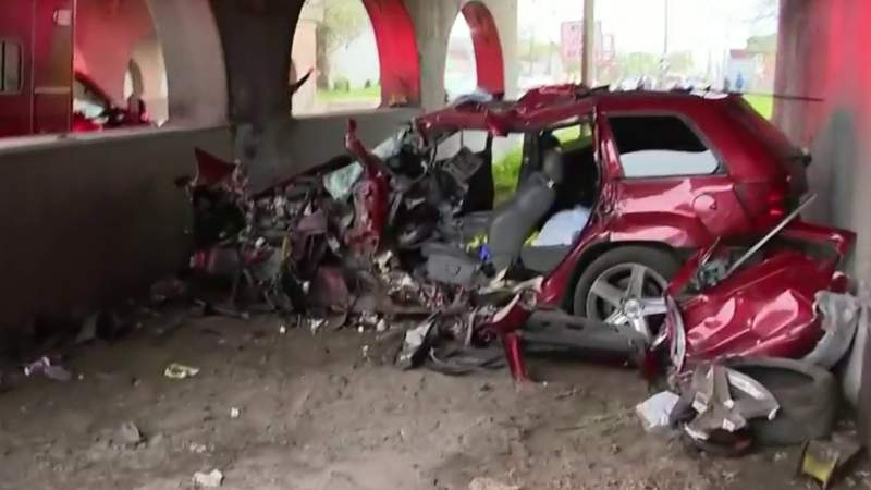 Driver suspected of racing loses control, slams into wall in Southwest Detroit