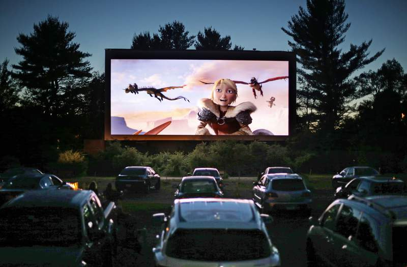 """FILE - In this June 26, 2014, file photo, movie-goers watch """"How to Train Your Dragon 2,"""" at the Saco Drive-In in Saco, Maine. (AP Photo/Robert F. Bukaty, File)"""