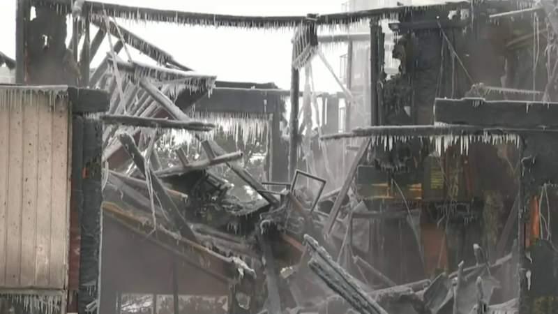 Tenants jump to escape massive Mount Clemens apartment fire