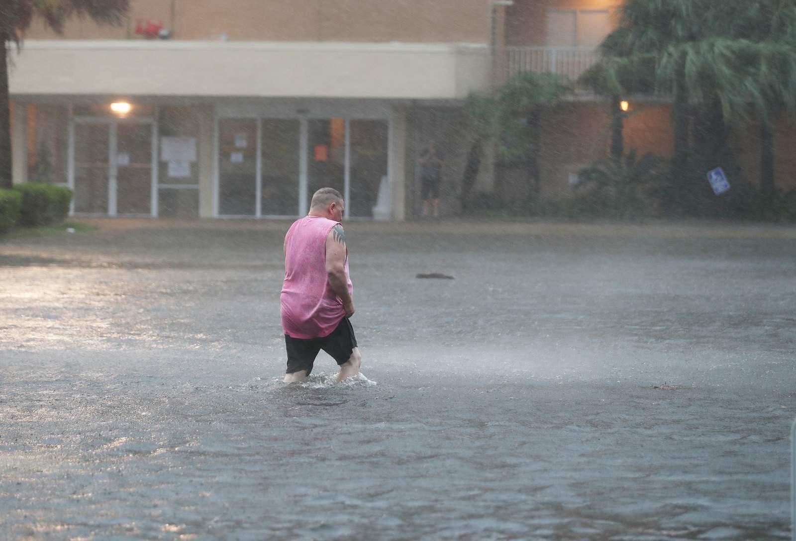 Hurricane Sally slams into coast near Alabama-Florida...