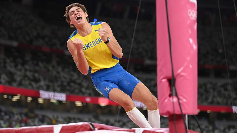 """Armand """"Mondo"""" Duplantis of Sweden celebrates after winning the gold medal in the men's pole vault final on Day 11 of the Tokyo 2020 Olympic Games."""