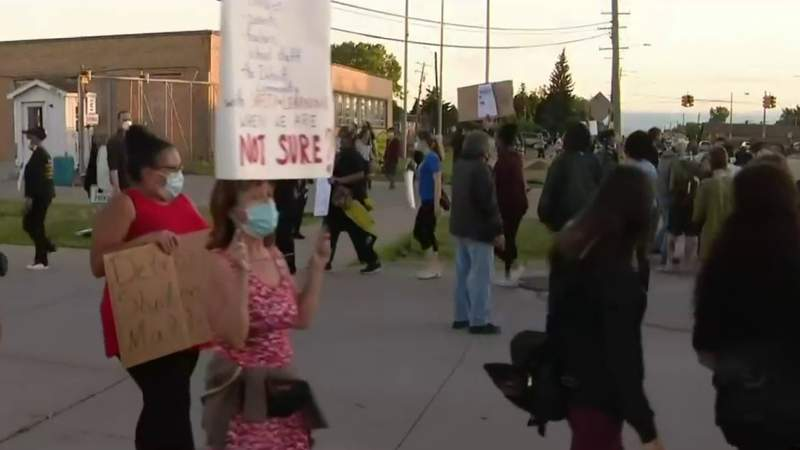 Detroit summer school gets off to rocky start as protesters block buses from leaving terminal
