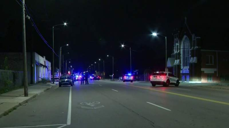 2 Detroit police officers and a driver injured in crash