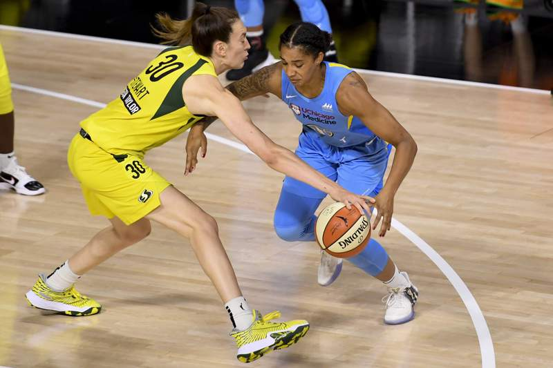 PALMETTO, FLORIDA - AUGUST 10: Breanna Stewart #30 of the Seattle Storm steals the ball from Gabby Williams #15 of the Chicago Sky during the fourth quarter at Feld Entertainment Center on August 10, 2020 in Palmetto, Florida. NOTE TO USER: User expressly acknowledges and agrees that, by downloading and or using this photograph, User is consenting to the terms and conditions of the Getty Images License Agreement. (Photo by Douglas P. DeFelice/Getty Images)